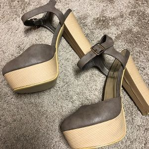 Mauve / Taupe square heel with ankle strap